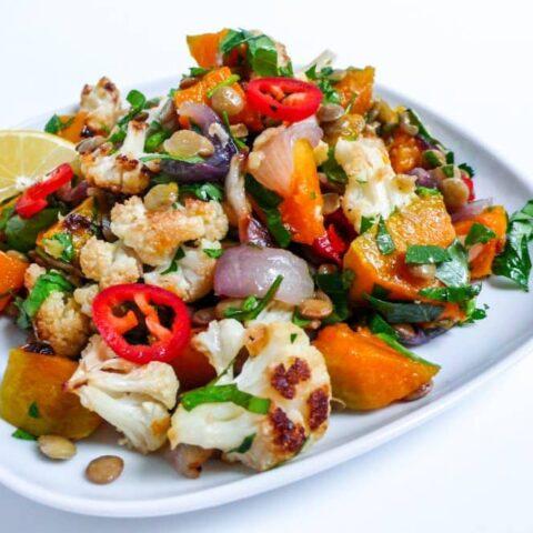 Gresskarsalat med blomkål og grønne linser