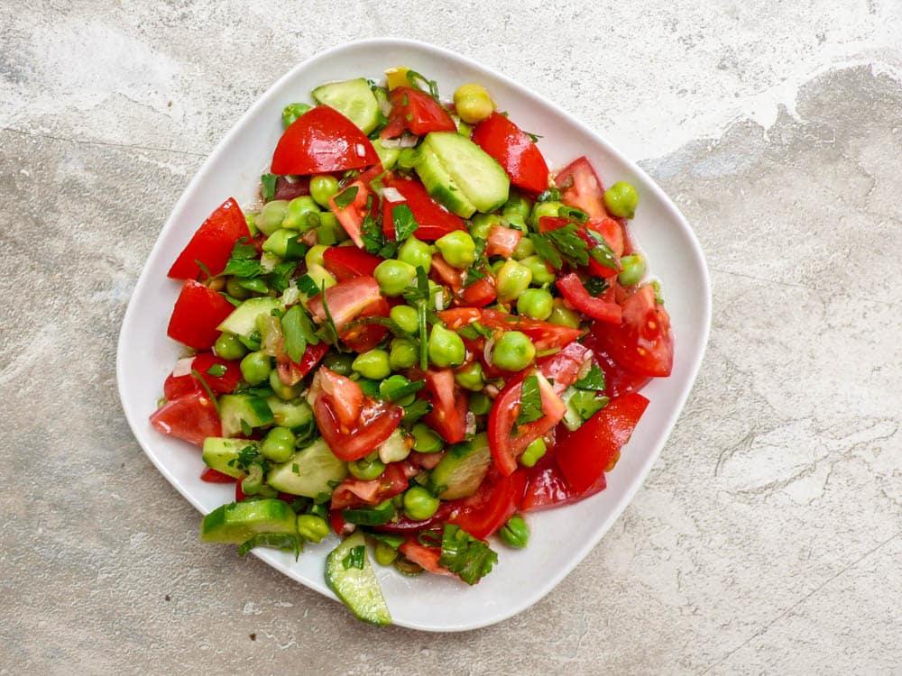 Salat av tomater og ferske kikerter - oppskrift / Et kjøkken i Istanbul