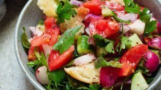 Fattoush (Levantinsk brødsalat)