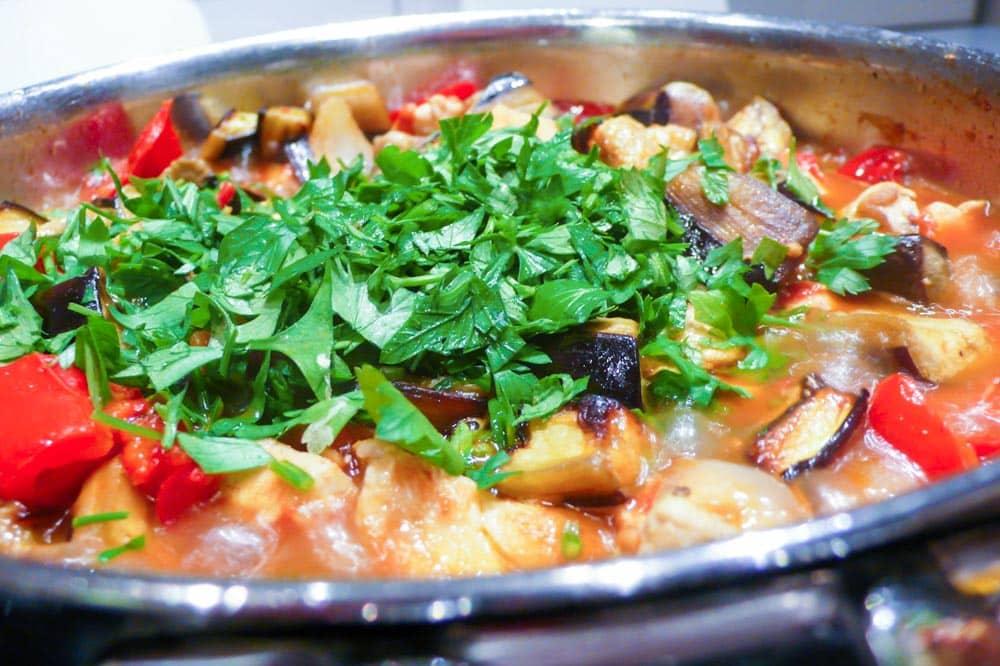 Kyllinggryte med aubergine - oppskrift / Et kjøkken i Istanbul