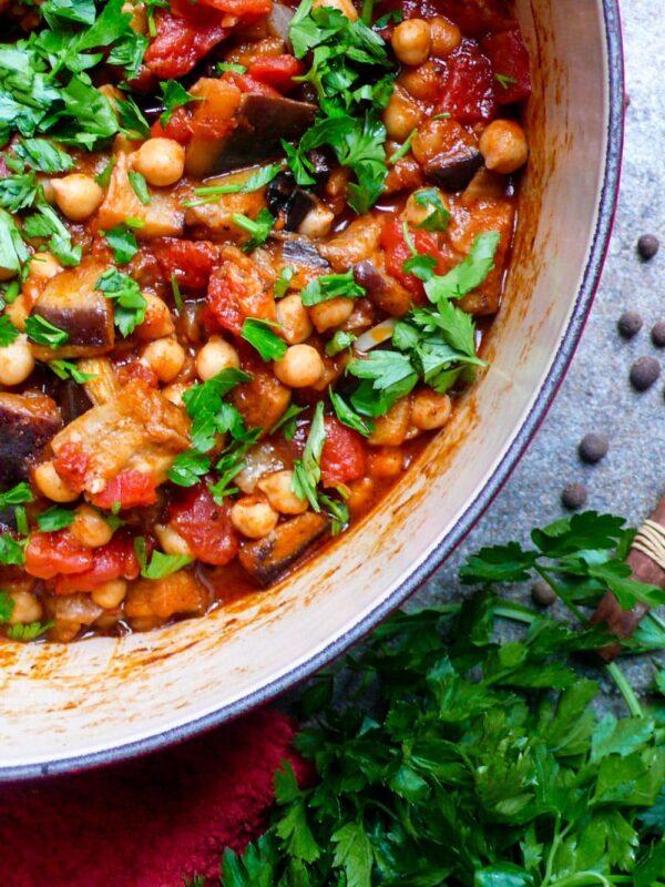 Libanesisk moussaka (Kikertgryte med aubergine) – oppskrift / Et kjøkken i Istanbul