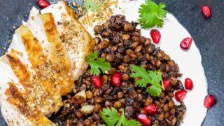 Kylling med syriske linser, labneh og za'atar