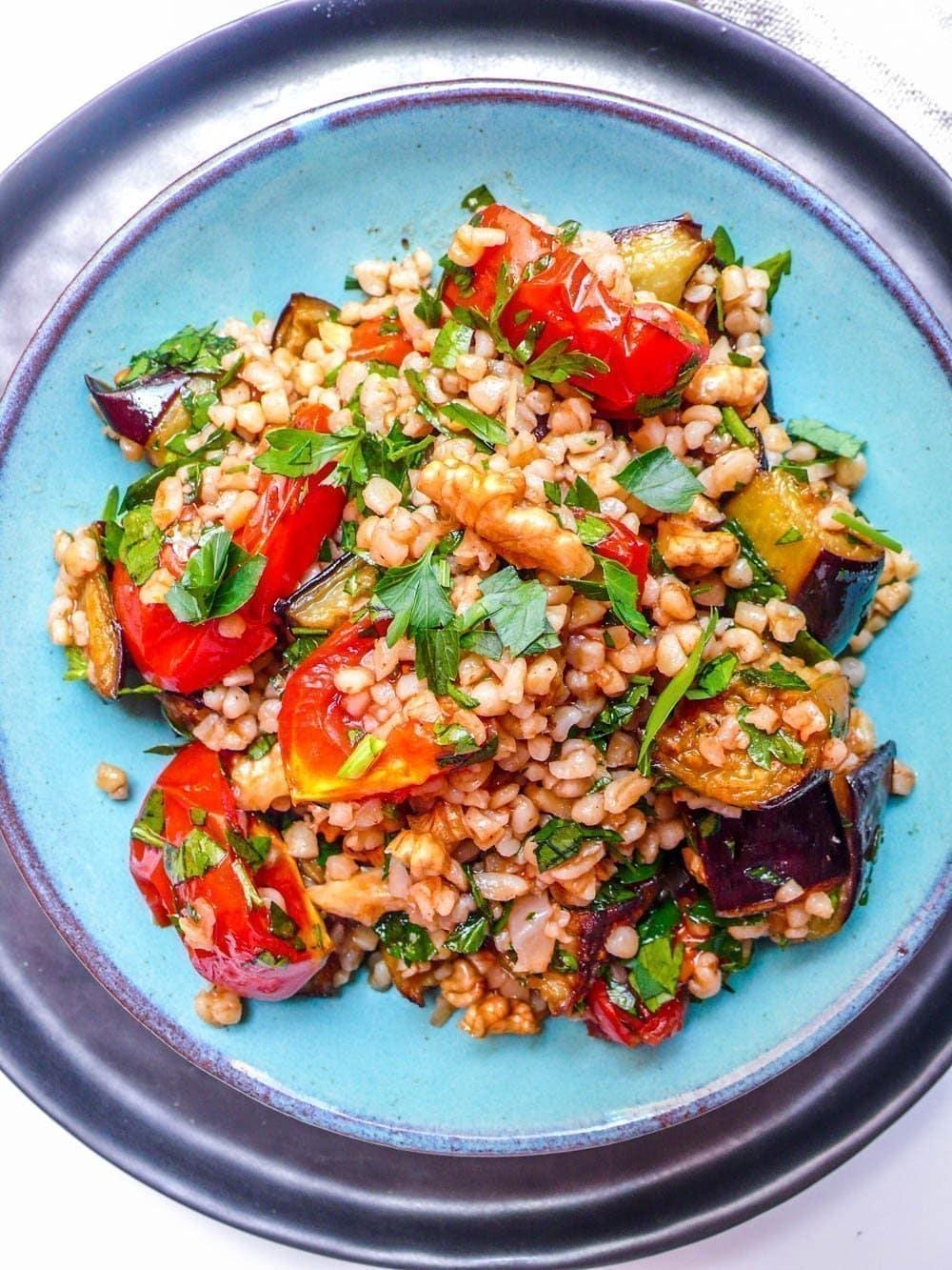 Bulgursalat med aubergine og tomat [oppskrift] Et kjøkken i Istanbul