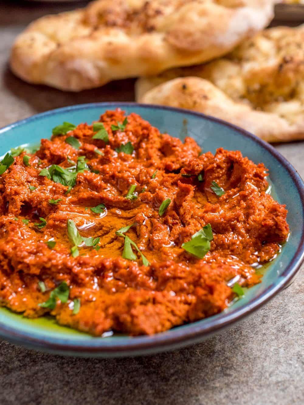 Tyrkisk valnøtt- og paprikadipp (Cevizli biber) - oppskrift / Et kjøkken i Istanbul