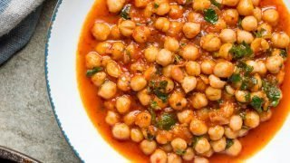 Kikerter i spicy tomatsaus