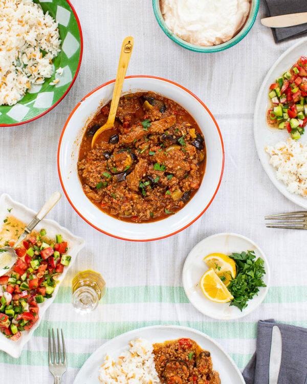 Tyrkisk moussaka med diverse tilbehør