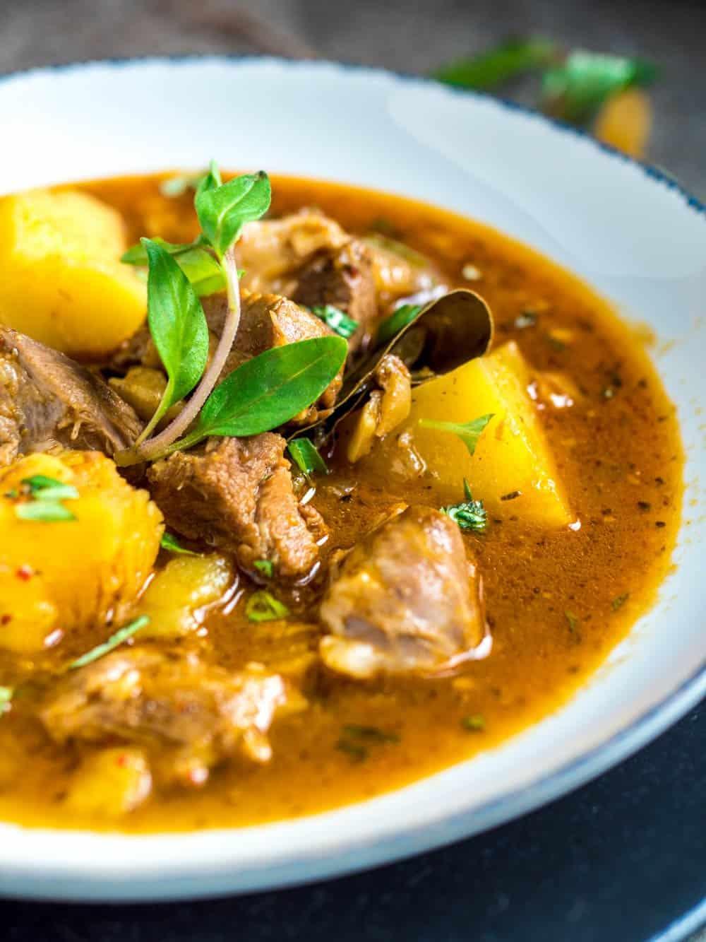 Lammegryte med potet og tyrkiske smaker - oppskrift / Et kjøkken i Istanbul