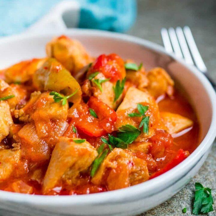 Tyrkisk kyllinggryte med paprika (Tavuk sote) [oppskrift] / Et kjøkken i Istanbul