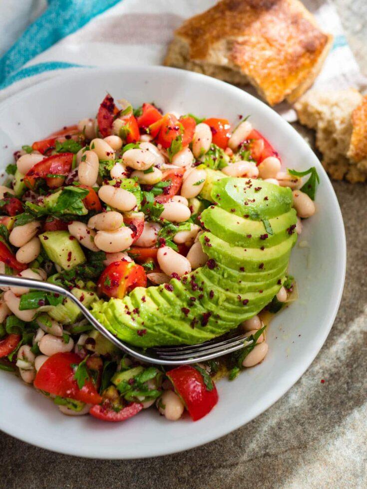 Enkel sommersalat med hvite bønner og avokado | Enkel oppskrift | Et kjøkken i Istanbul | Vidar Bergum