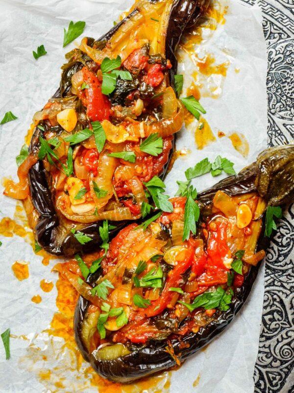Imam bayildi – Tyrkiske fylte aubergine med tomat og løk – oppskrift / Et kjøkken i Istanbul