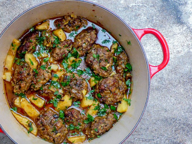 Kjøttkaker med sellerirot i syrlig saus - oppskrift / Et kjøkken i Istanbul