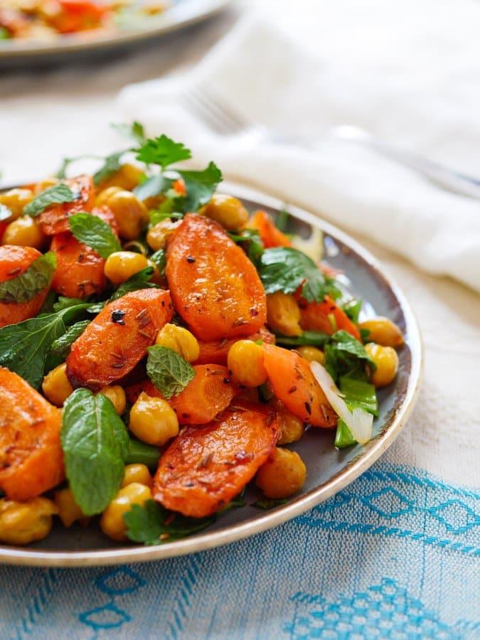 Lun middagssalat med kikerter, gulrøtter og spisskummen - oppskrift / Et kjøkken i Istanbul