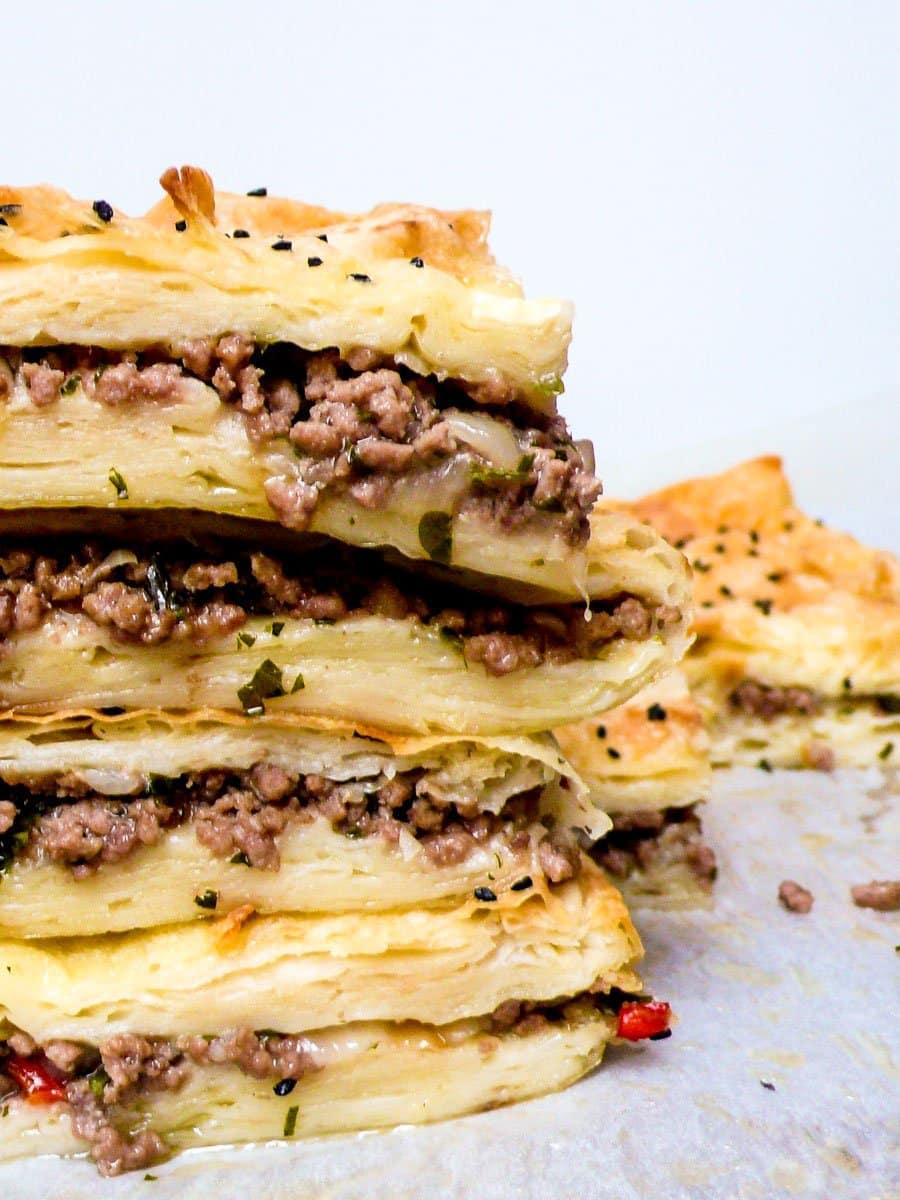 Børek med kjøttdeig og løk - oppskrift / Et kjøkken i Istanbul