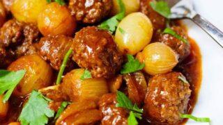 Kjøttboller med sjalottløk og syrlig tomatsaus