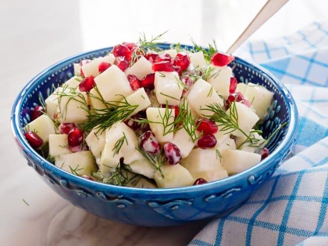 Knutekålsalat med granateple - oppskrift / Et kjøkken i Istanbul