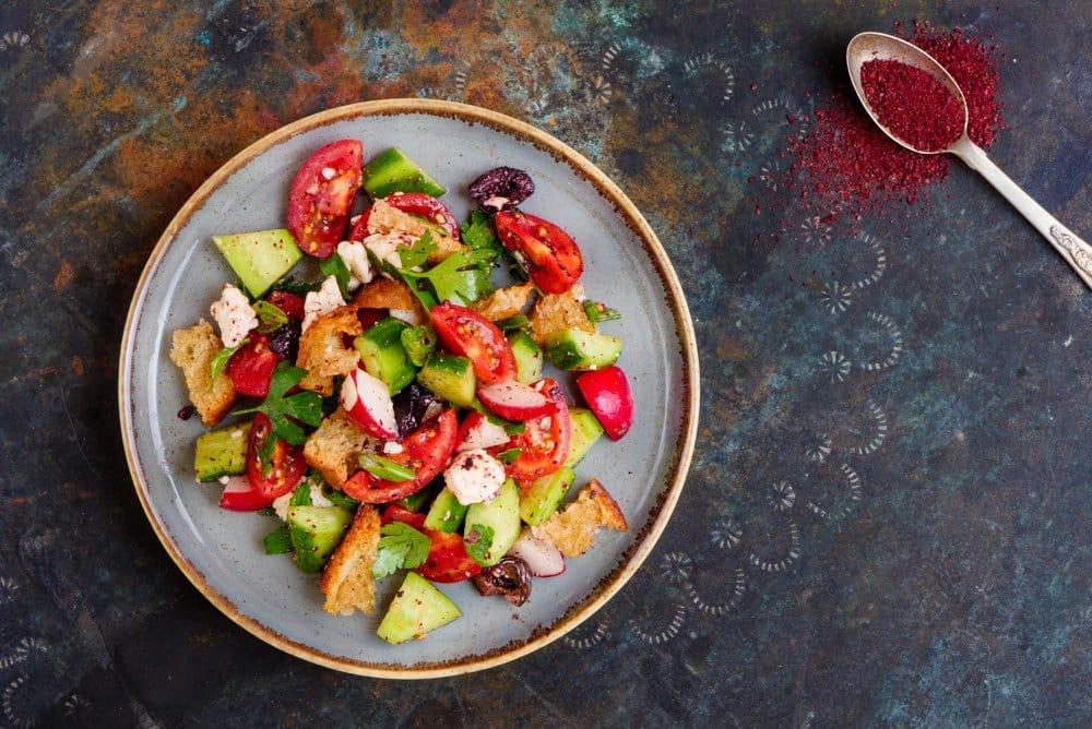Fattoush med fetaost og oliven - oppskrift for Smak av Vidar Bergum fra Et kjøkken i Istanbul