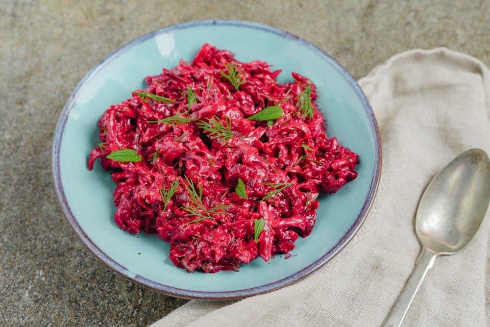 Rødbetesalat med tahini - oppskrift fra Et kjøkken i Istanbul