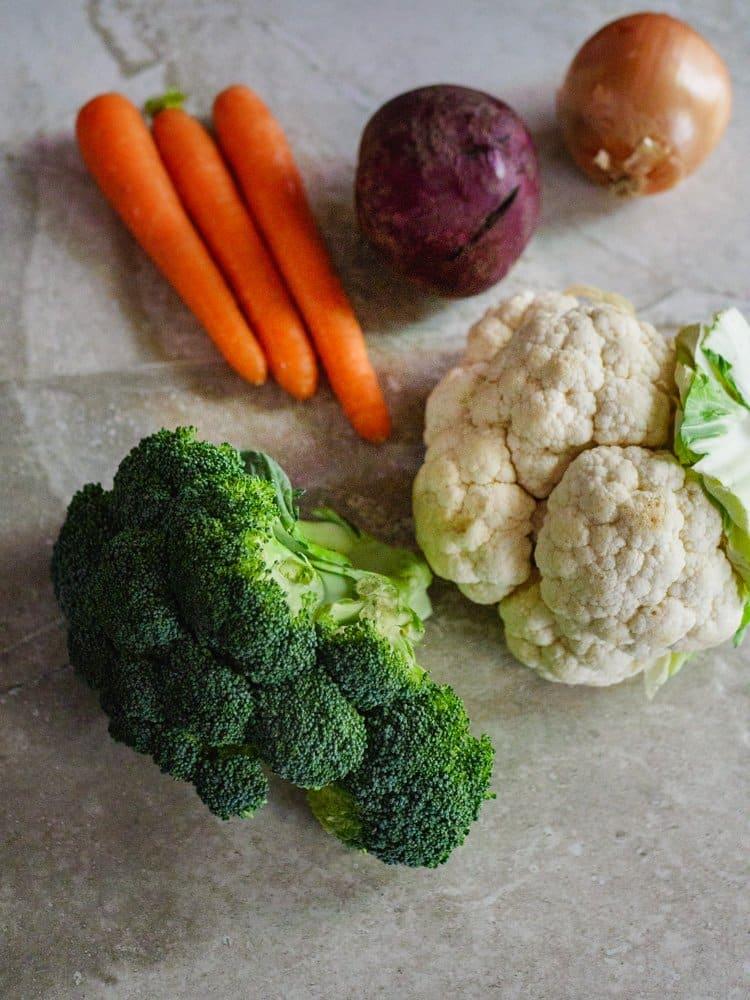 Brokkoli, blomkål, gulrøtter, løk og rødbete