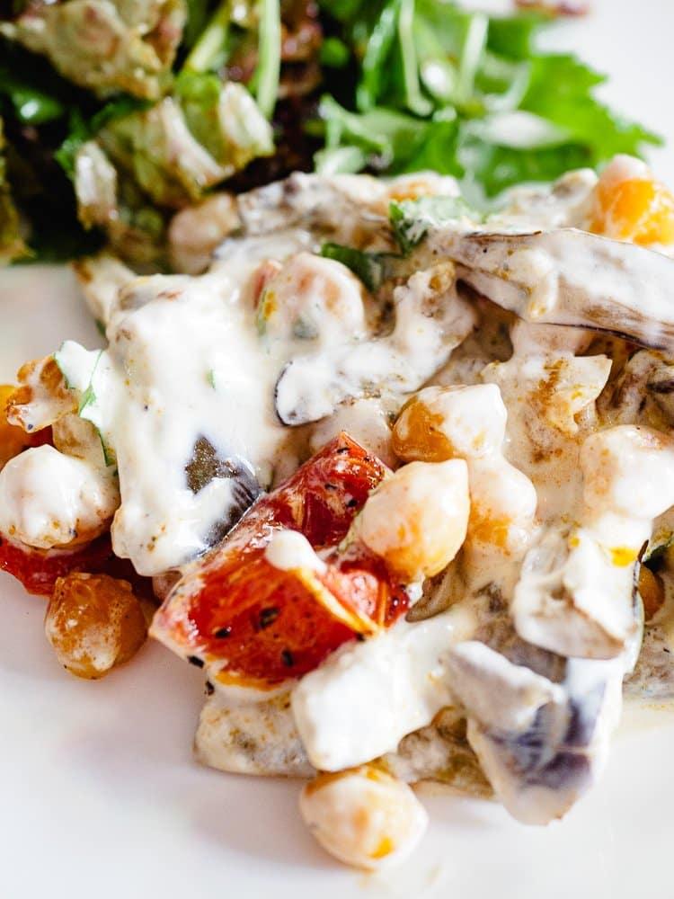 Ovnsbakte kikerter med aubergine og yoghurt   Oppskrift fra Et kjøkken i Istanbul