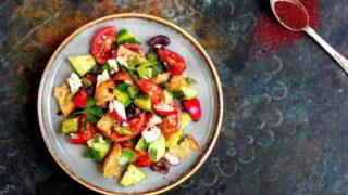 Fattoush med fetaost og oliven
