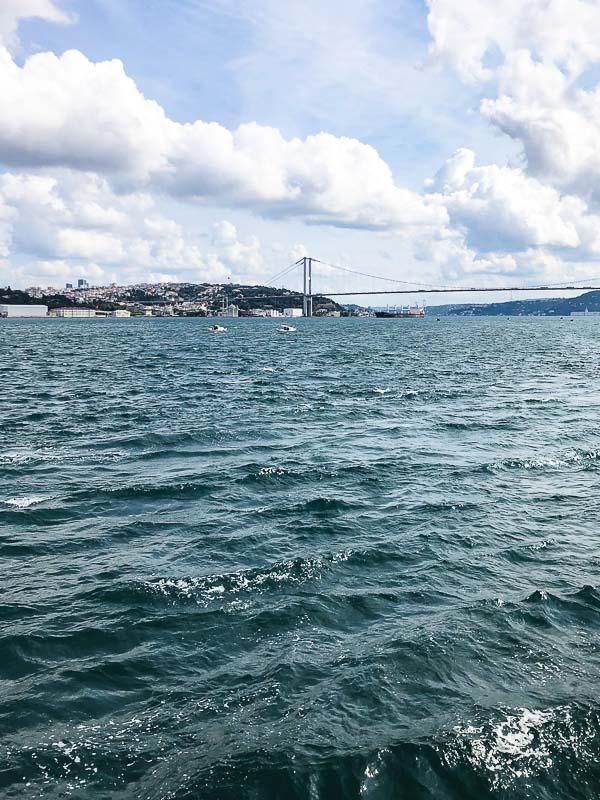 Bosporosstredet i Istanbul fra båt