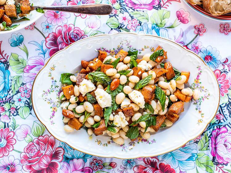 Bønnesalat med søtpotet og fetaost