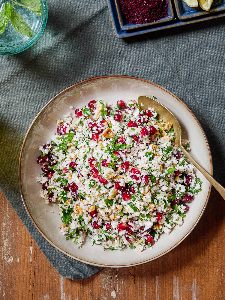 Salat av blomkålris med granateple