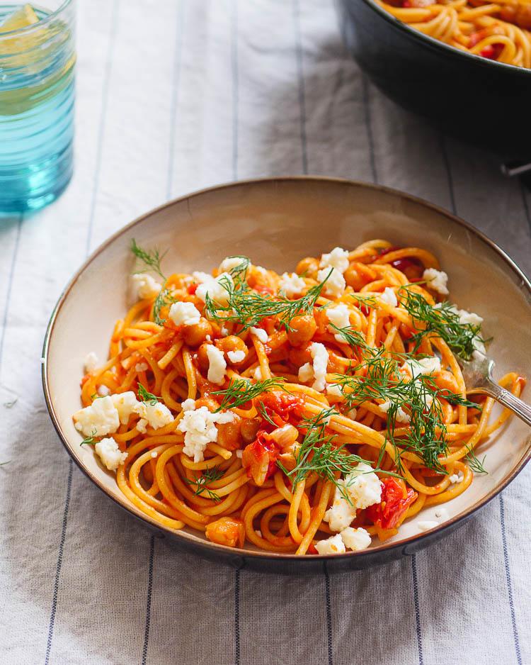 Spagetti med kikerter og fetaost