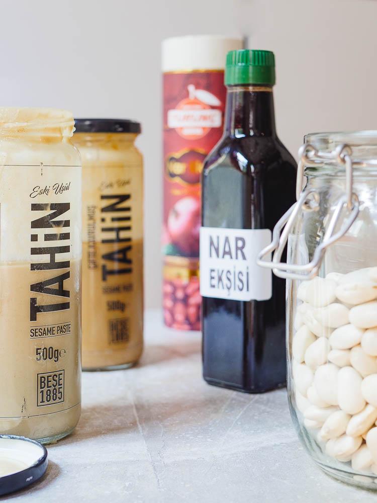 Tahini, granateplesirup og hvite bønner