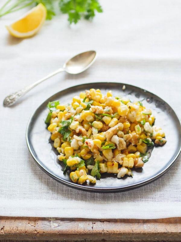 Maissalat med fetaost fra siden
