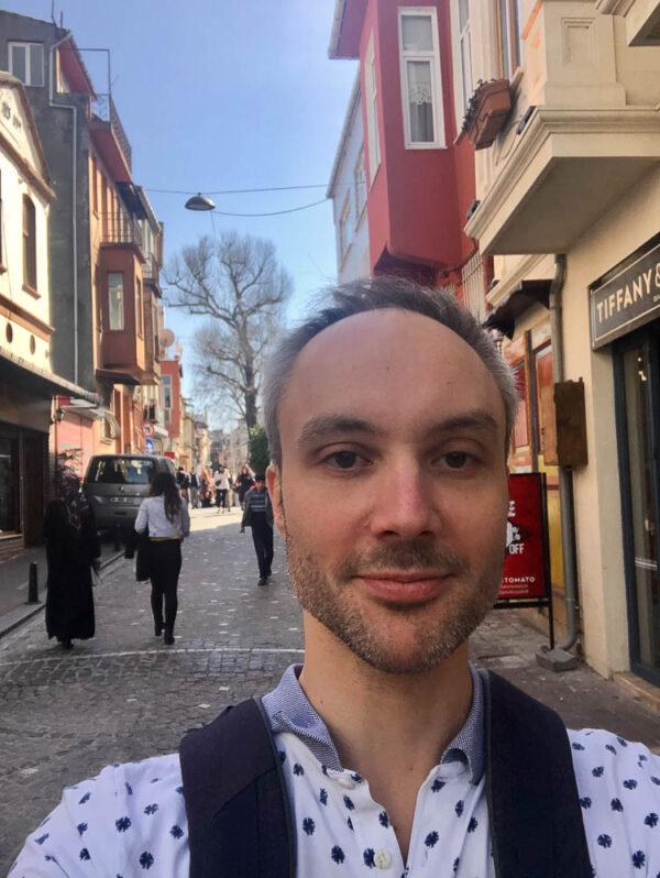 Selfie av Vidar Bergum på vei til markedet i Balat mars 2020