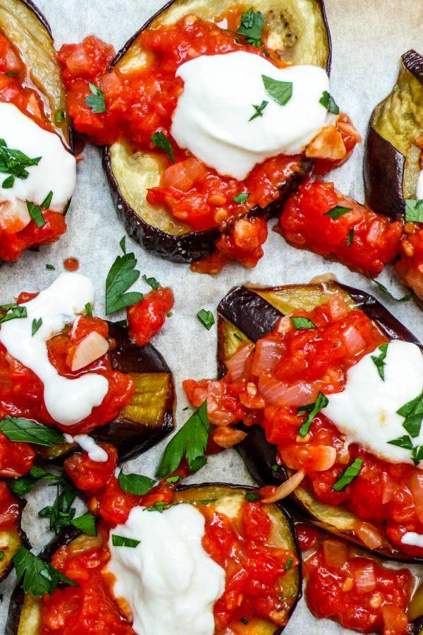 Aubergine med tomatsaus og yoghurt (2 of 2)