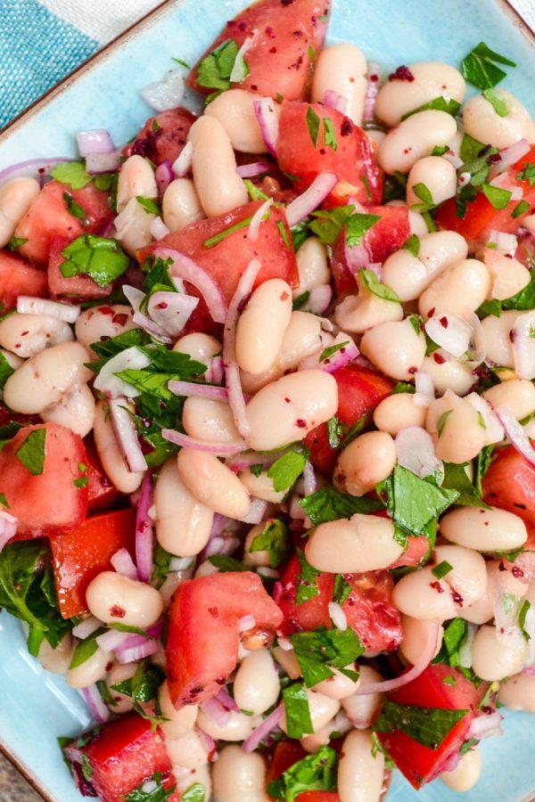 Hvit bønnesalat med tomat