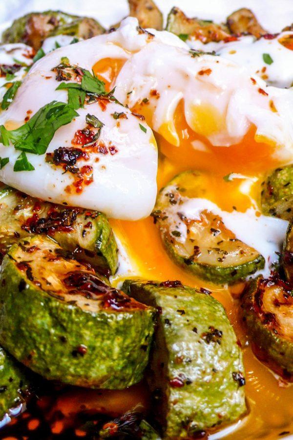 Squash med mynte, chili, yoghurt og posjert egg (3/3)