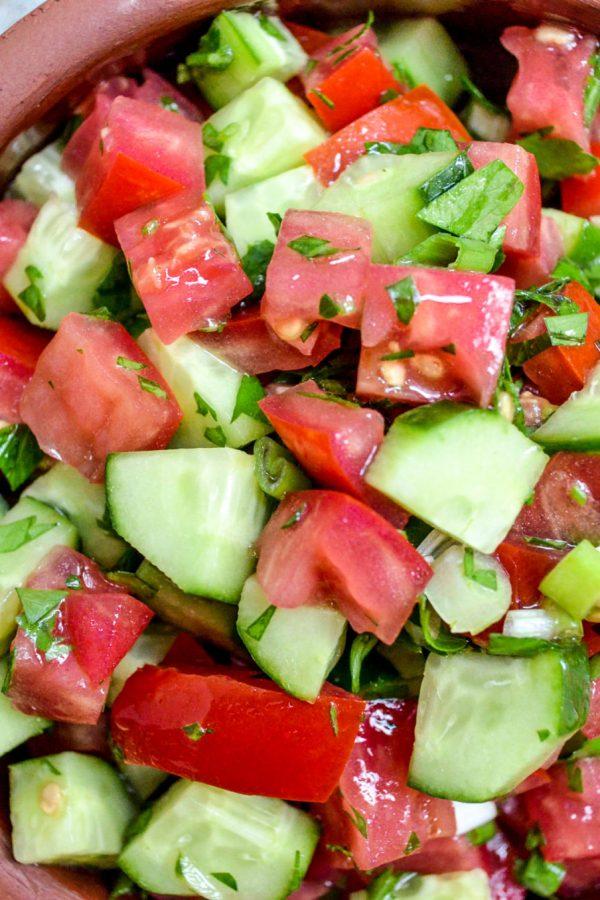 Tomat- og agurksalat