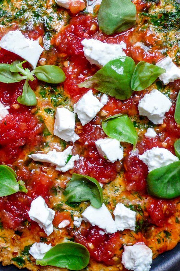 Urteomelett med tomat og salt ost (1 of 3)