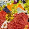 Fargerike krydder på kryddermarkedet i Istanbul